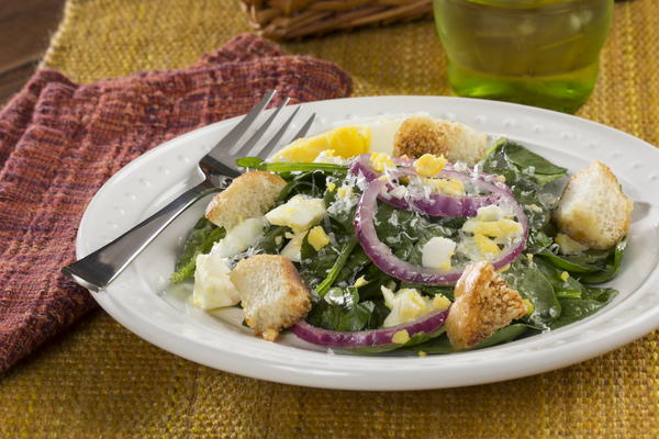 Tossed Spinach Salad | MrFood.com
