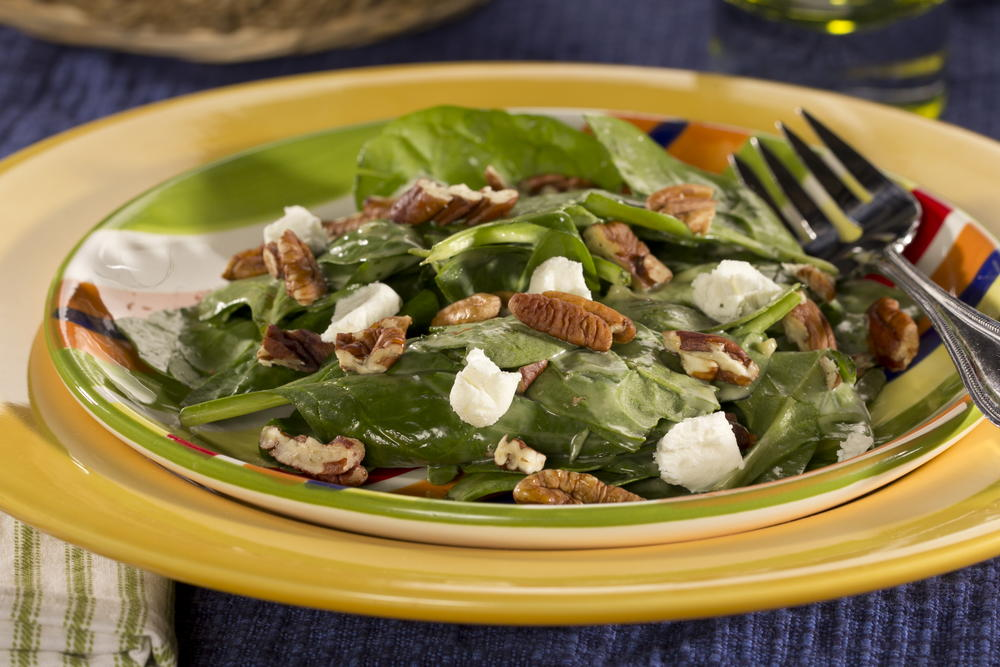 Pecan-Topped Spinach Salad | EverydayDiabeticRecipes.com