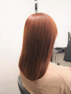酸性縮毛矯正をかけた女性 艶髪