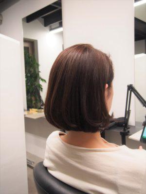 髪を染めた女性