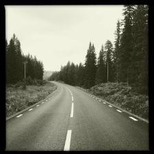 Straßenbild der Kunststraße zum Nordkap km 2350