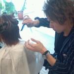 美容師は自分で自分の髪を切るのか?