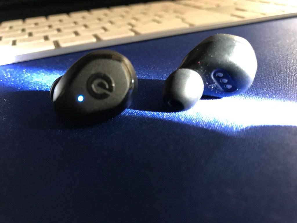イヤホンのボタンとピース部分