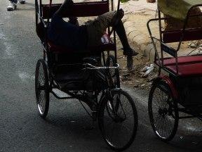 Riksha Fahrer schlafend