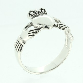 large_claddagh_ring