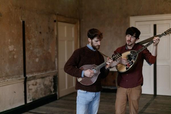 Les deux musiciens de Ye Vagabonds : Brian Mac Gloinn et Diarmuid Mac Gloinn