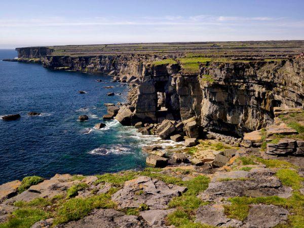 Les falaises de la plus grandes des Îles d'Aran ...