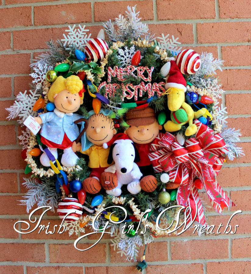 Deluxe Peanuts Gang Merry Christmas Charlie Brown Wreath