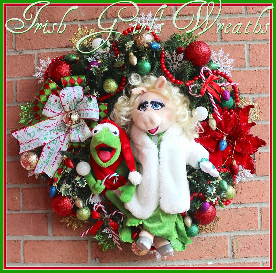 Kermit and Miss Piggy Muppet Christmas Wreath