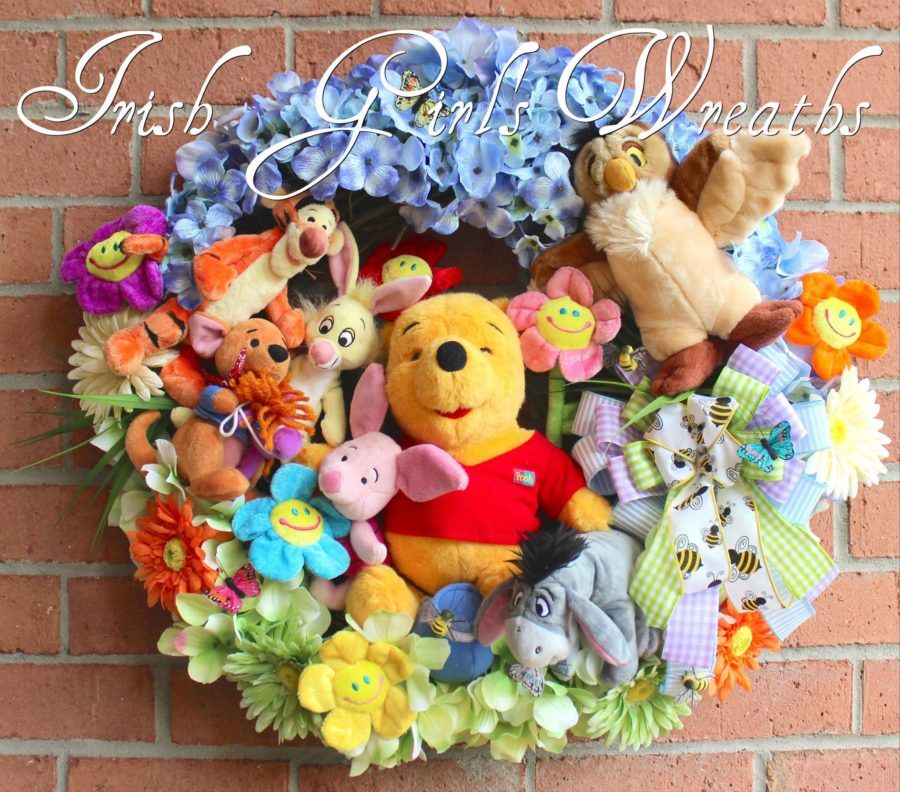 Deluxe Winnie the Pooh and Friends Wreath