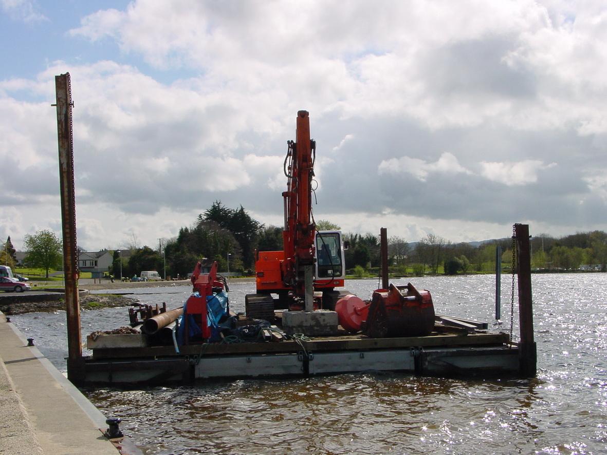 Pontoon-mounted piledriver