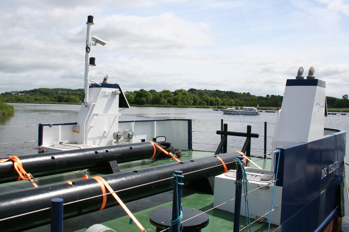 Mizzen mast with navigation lights and camera