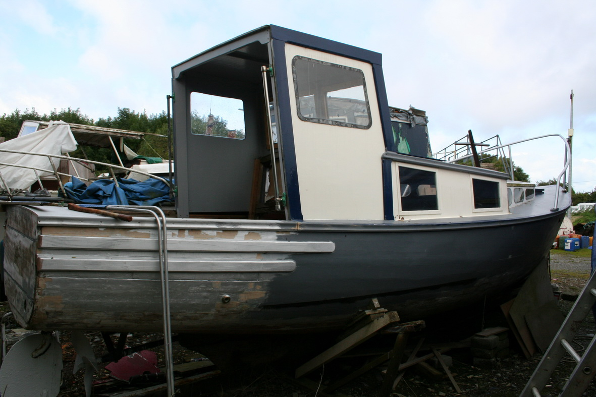 Cruiser with new open-backed wheelhouse