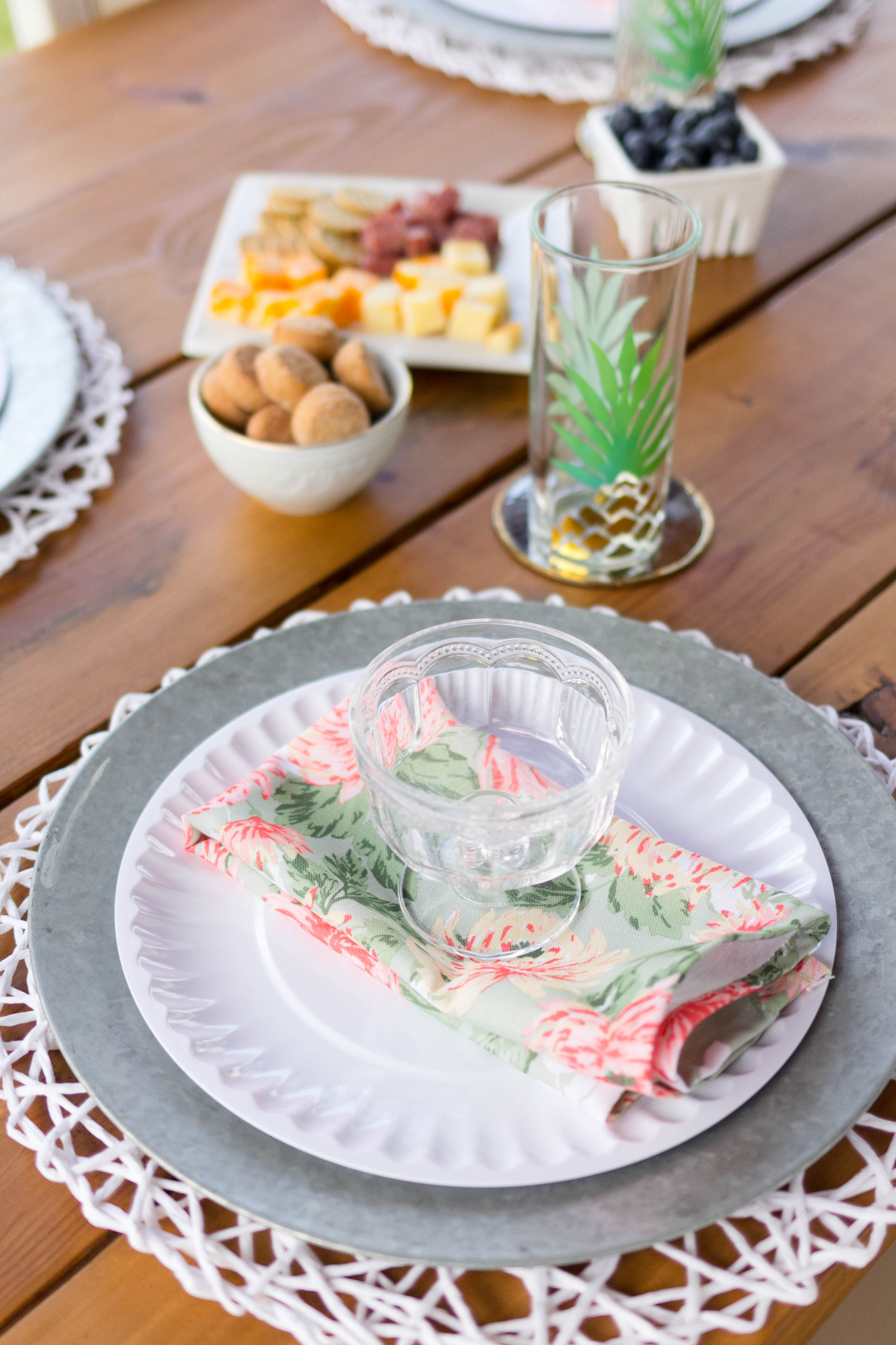 Outdoor Entertaining Table Setting
