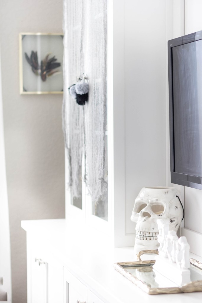 halloween-decor-home-tour-irisnacole-com-built-in