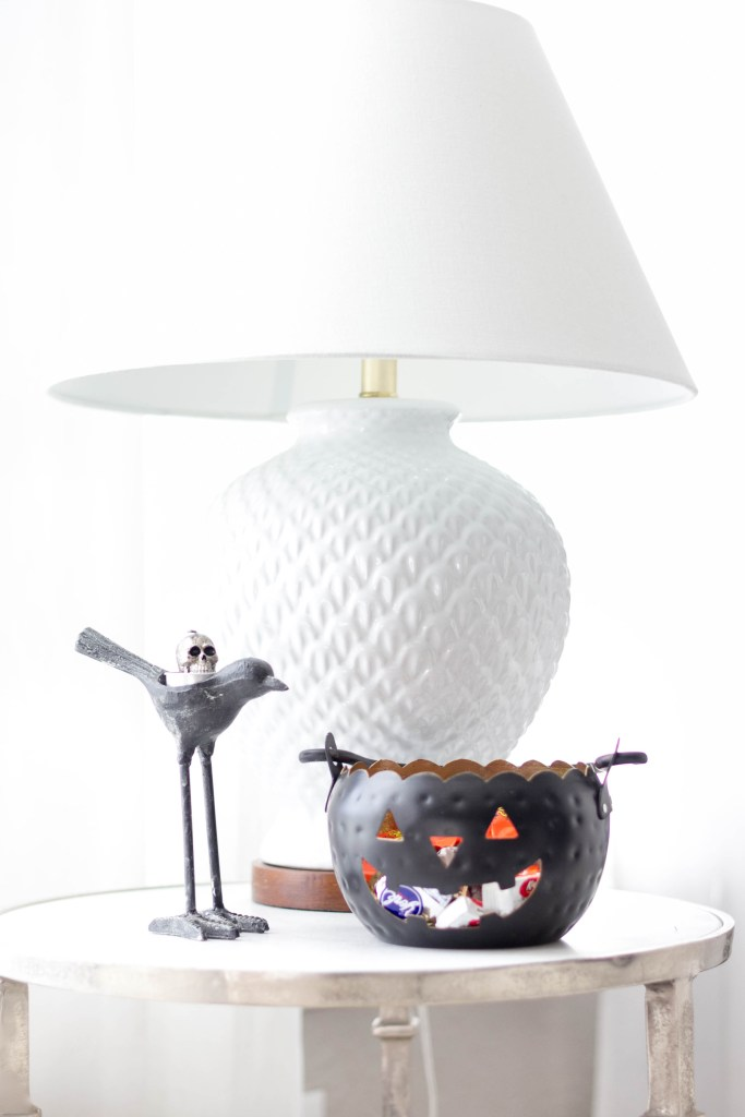 halloween-decor-home-tour-irisnacole-com-treats