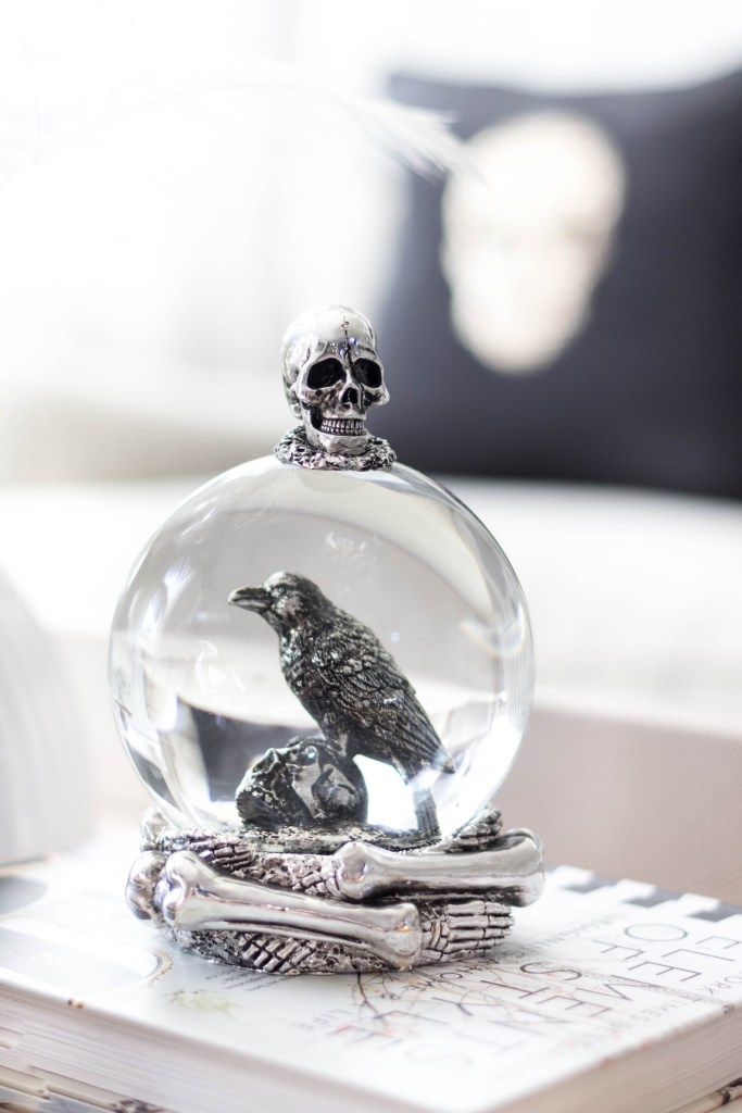 halloween-decor-home-tour-irisnacole-com-globe