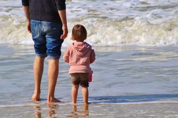 Социальную поддержку для семьи получают одинокие отцы в ...