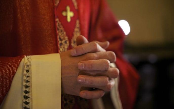 Biskup wspiera parafian, którzy chcą kobiet – księży.