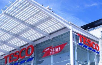 Tesco zawiesza dostawy zakupów do klientów