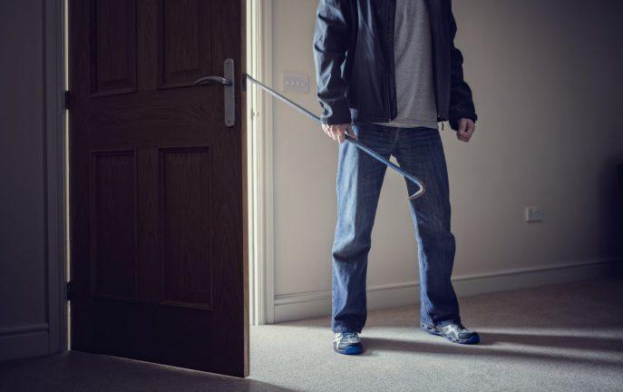 Uwaga na nastolatków czających się wokół domu lub pukających do drzwi!