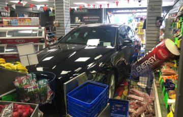 Co. Dublin: samochód wjechał w sklep z dużą prędkością [ZDJĘCIA]