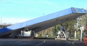 Nieudana kradzież bankomatu zakończona zawaleniem się dachu stacji benzynowej [WIDEO]