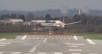 Chwile grozy! Polski pilot cudem wylądował w trakcie sztormu Ciara [WIDEO]