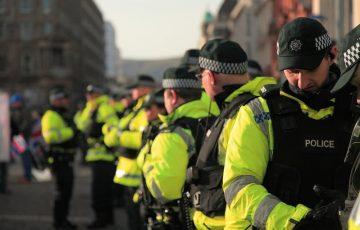 W okresie trzech dni nałożono ponad 100 mandatów na mieszkańców Irlandii Północnej za nieprzestrzeganie obostrzeń