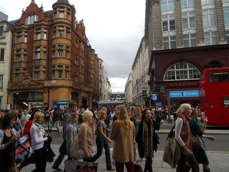 Oxford street | London for free: places to visit and things to do