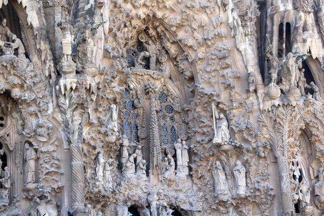 First Timer's Guide: 12 places to see in Barcelona | Sagrada Familia