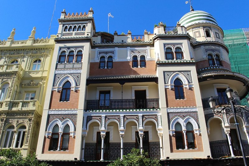 3 Weeks of Solo Travel in Spain, Part 6: a Long List of Places to See in Seville | Avenida de Constitucion