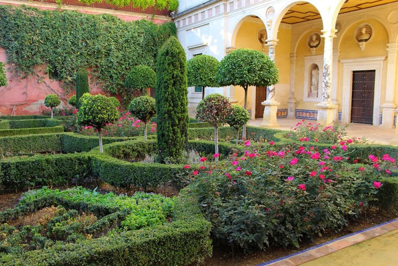 3 Weeks of Solo Travel in Spain, Part 6: a Long List of Places to See in Seville | Gardens in the Casa de Pilatos