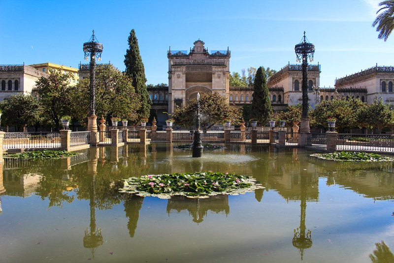 3 Weeks of Solo Travel in Spain, Part 6: a Long List of Places to See in Seville | Plaza America with the Archaeological Museum
