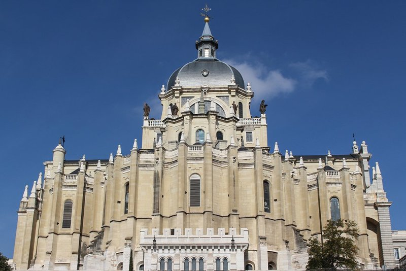 Solo Travel in Spain: 4 days in Madrid + the Budget