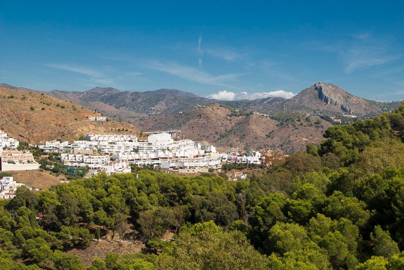 3 Weeks of Solo Travel in Spain: What to do in Malaga | View from the Gibralfaro