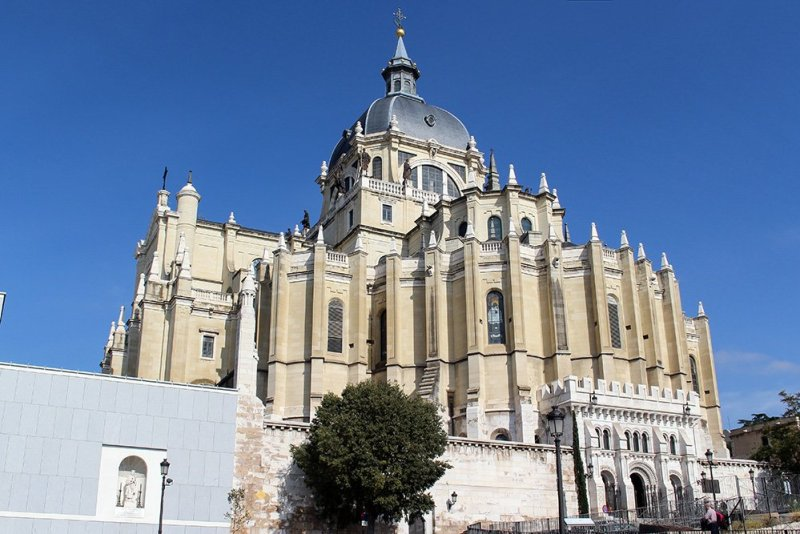 Free things to do in Madrid, Spain | Almudena Cathedral