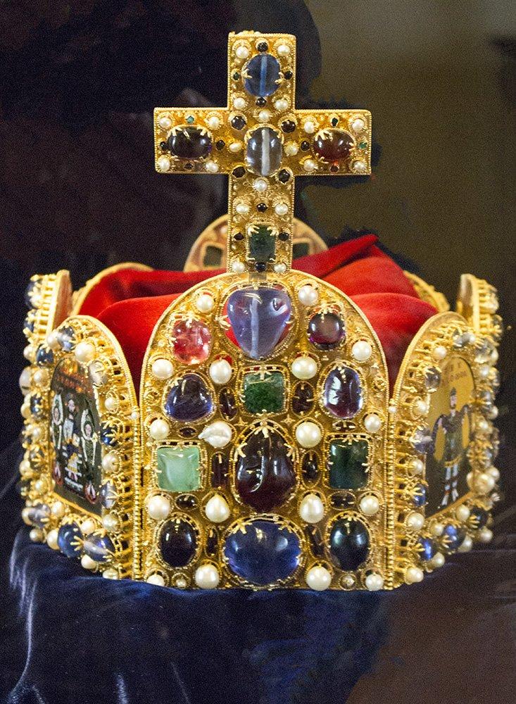 From Prague to Karlstejn Castle, Czech Republic | King's crown in Karlstejn Castle