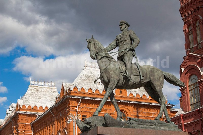 Moscow pictures: stunning photos of Moscow | Monument to Zhukov next to the Red Square