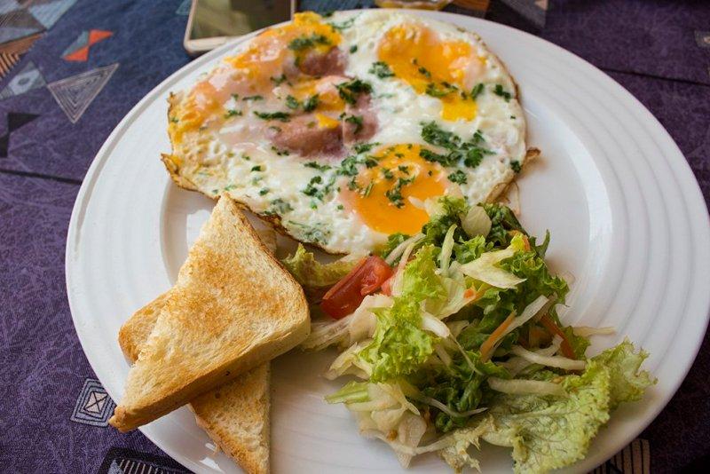 A day trip from Prague to Cesky Krumlov Castle | Breakfast in Krumlovská Fontána