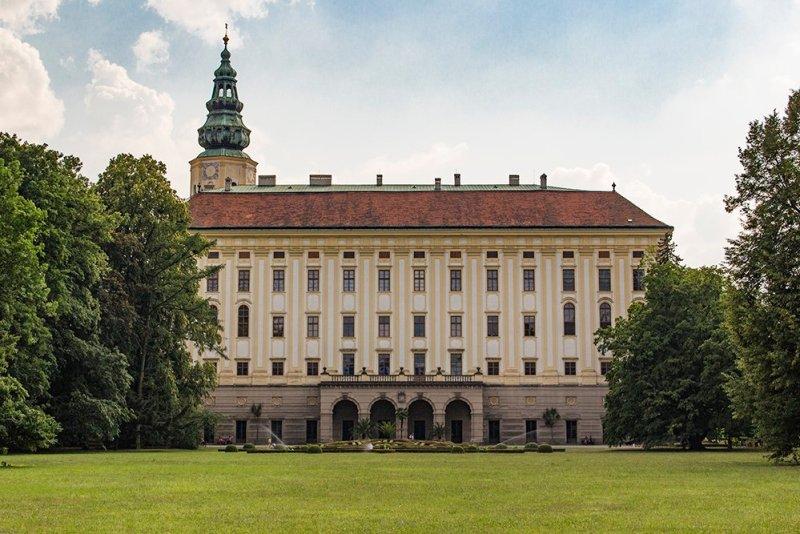 Czech Republic: Visiting Kromeriz Castle and Gardens from Brno   Kromeriz Castle