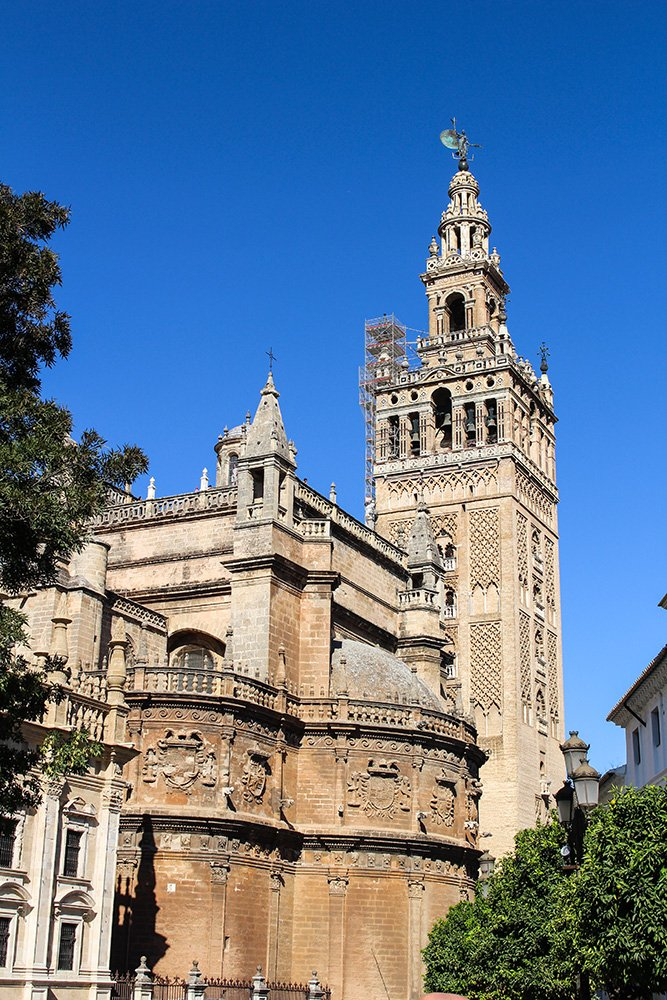 A 2-weeks DIY tour: Andalusia itinerary by bus | The Cathedral and the Giralda in Seville