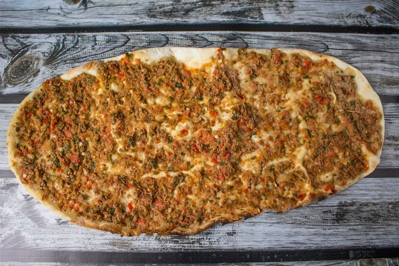 Traditional Turkish food: what to eat in Istanbul   Lahmacun