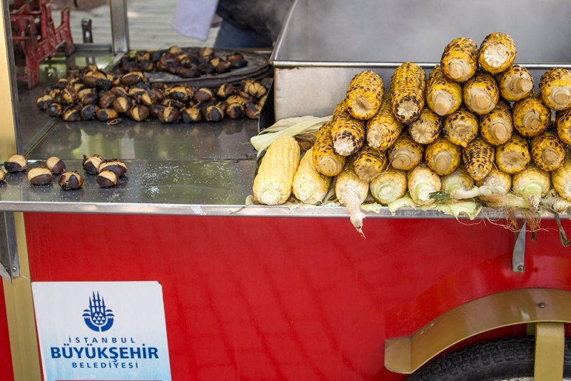 Traditional Turkish food: what to eat in Istanbul | Roasted chestnuts and corn