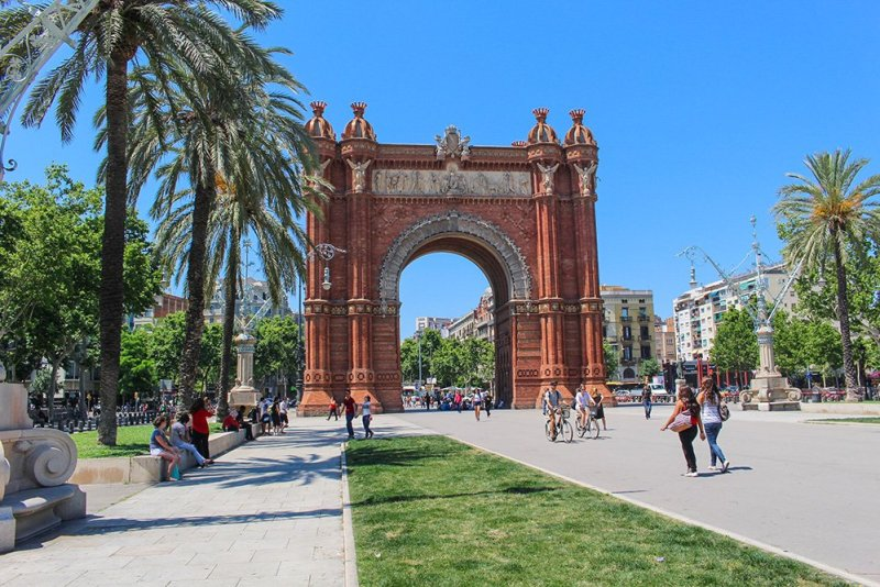 Things to do in Barcelona for free   Triumphal Arch