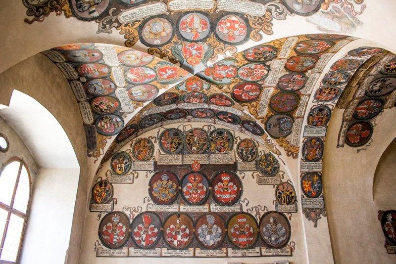 Что посмотреть в Праге: Гербы в Старом королевском дворце в Пражском граде