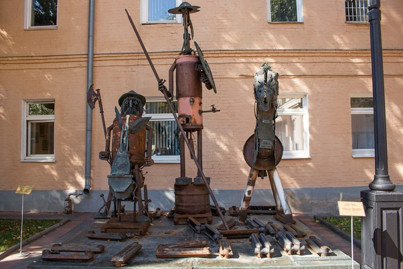 What to do in Moscow fore free   Don Quixote and Sancho Panza in Moscow Museum of Modern Art on Petrovka