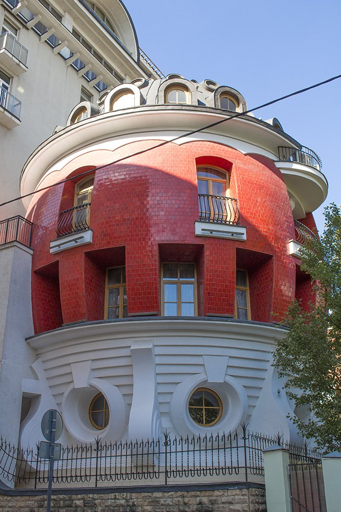 Egg House in Moscow