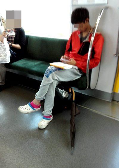 電車迷惑傘足