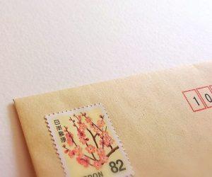 コンビニで買える切手とハガキ・印紙の種類 お店の利益は?